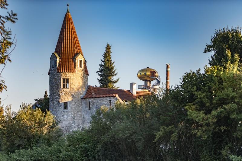 Maderturm und die Kuppel vom Kuchlbauer Turm in Abensberg